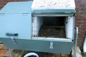 composter lid open