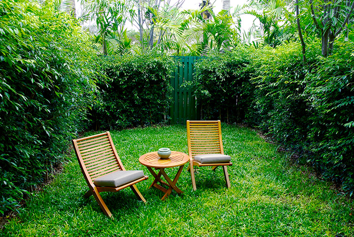 cozy backyard table and chairs
