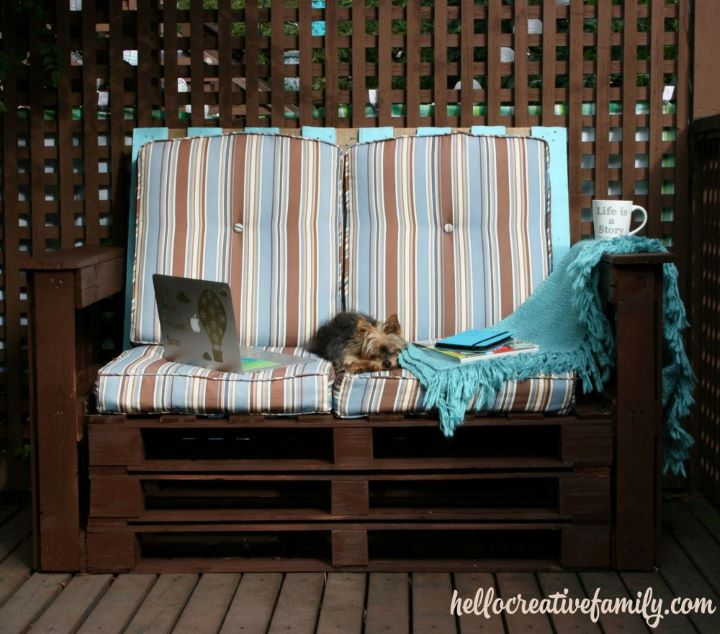 Brown DIY pallet love seat