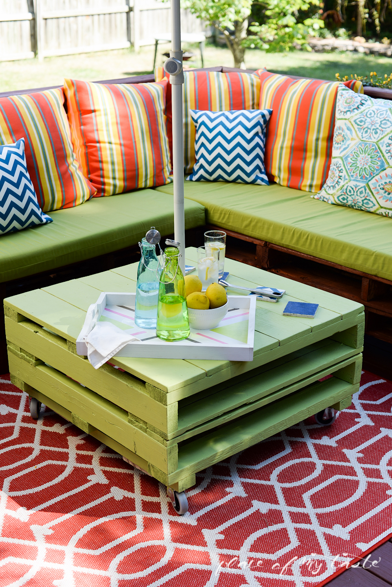 DIY outdoor pallet seating
