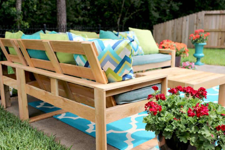 10 Simple Outdoor Sofas You Can Build For Your Deck And