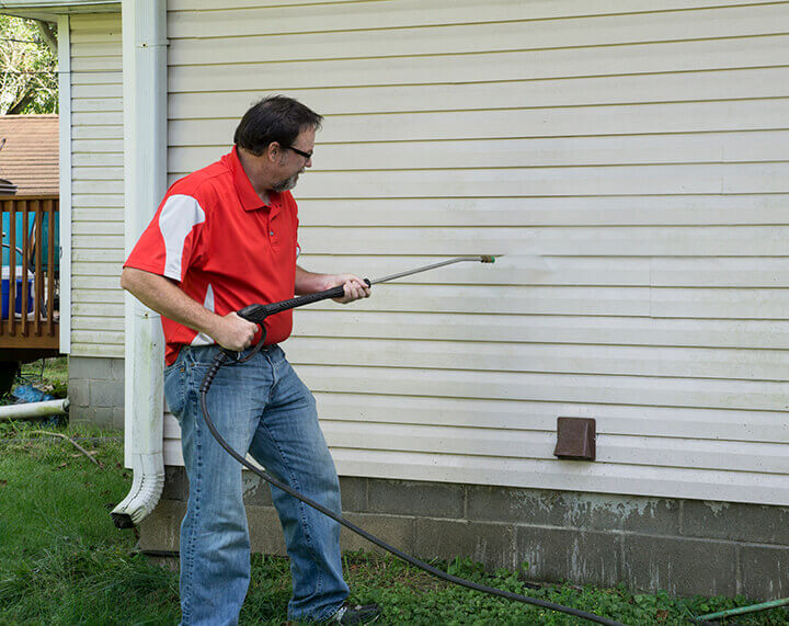 cleaning siding of a house